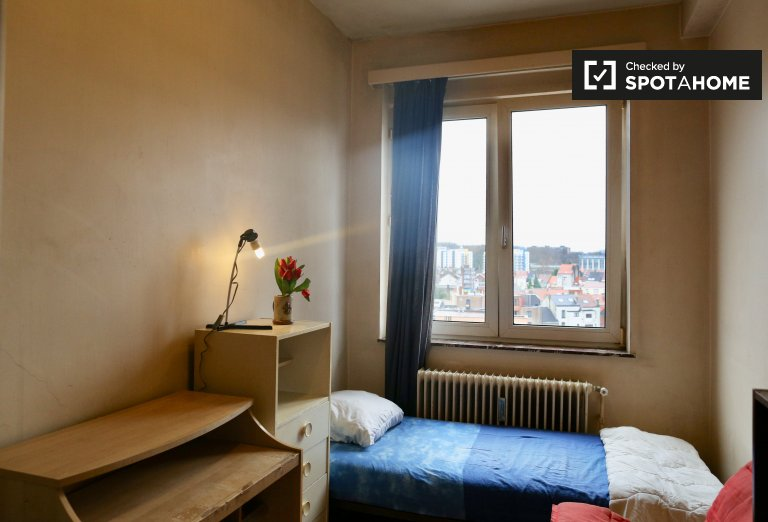 Cozy room in 3-bedroom apartment - Schaerbeek, Brussels