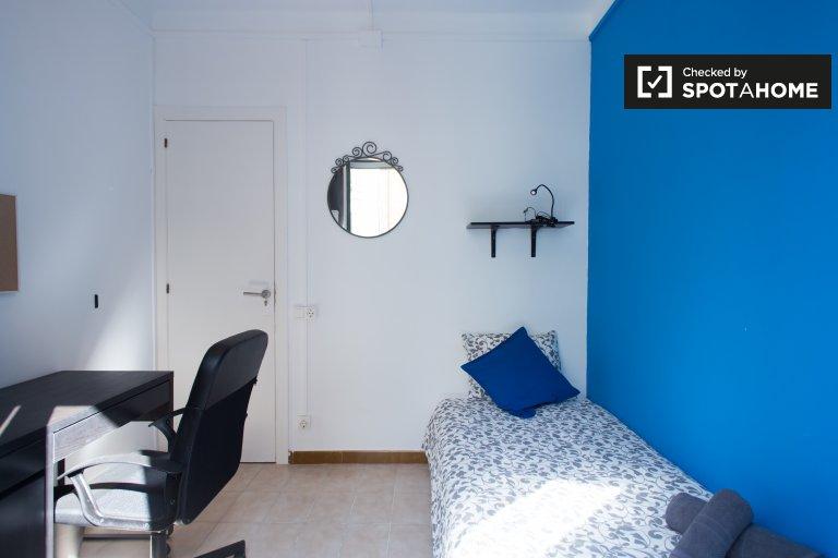 Duży pokój w apartamencie z 4 sypialniami w Poble Sec w Barcelonie