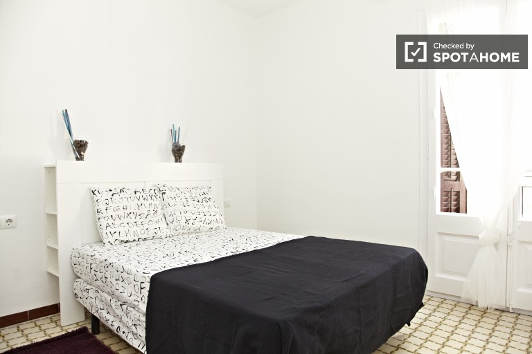 Double Bed in Fantastic bedrooms for rent.