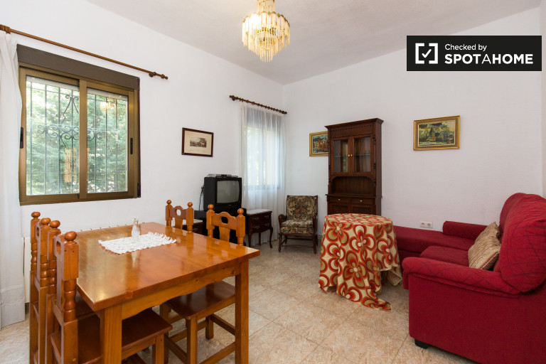 Renovated 3-bedroom apartment for rent in Beiro