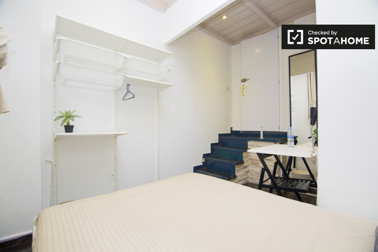 Double Bed in Rooms for rent in 10-bedroom duplex apartment in Salamanca