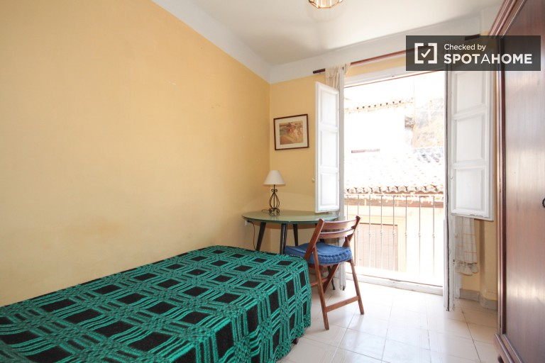 Affordable 2 bedroom apartment in Granada city center