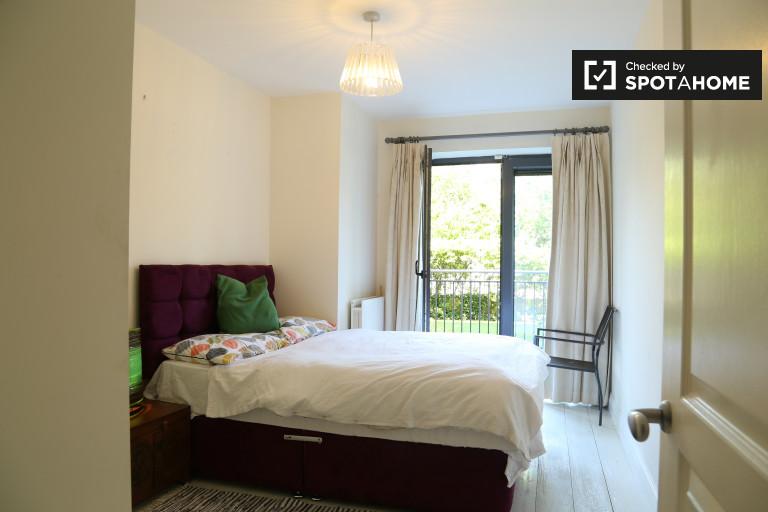 Big room in 2-bedroom apartment in Terenure, Dublin