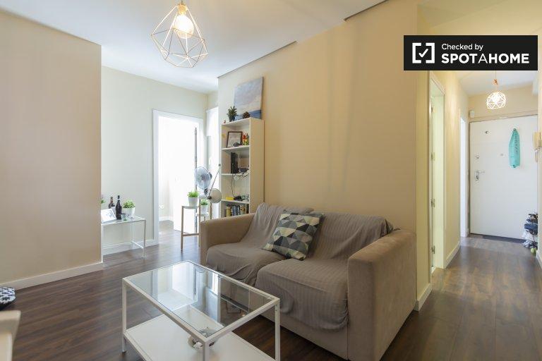 Schludny apartament z 2 sypialniami do wynajęcia w Ciudad Lineal, Madryt