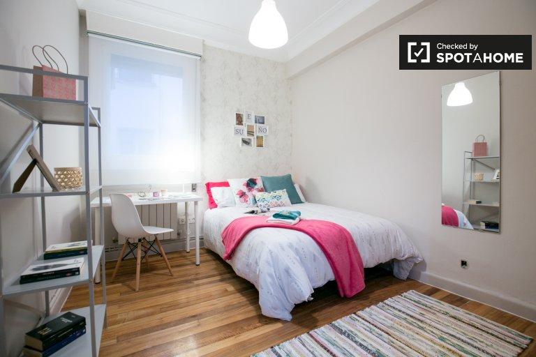 Tidy room for rent in 4-bedroom apartment in Deusto, Bilbao