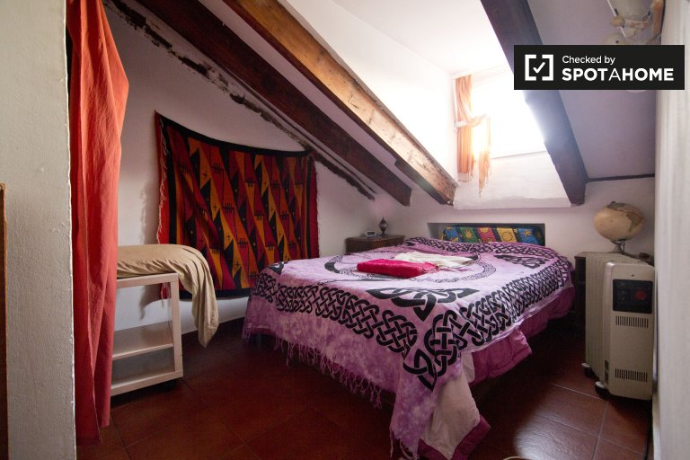 Double room in 2-bedroom apartment in Lavapiés, Madrid