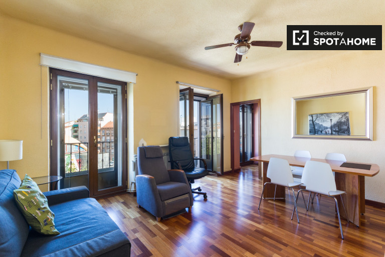 Apartamento de 2 quartos brilhante para alugar em La Latina, Madrid