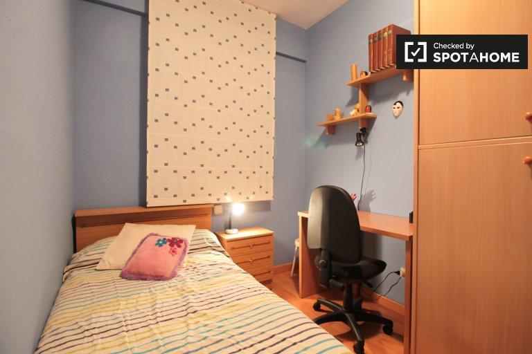 Room for rent in 1-bedroom apartment in Sants in Barcelona