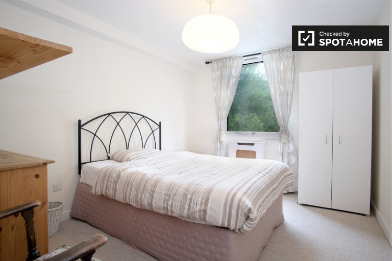 Great room in flat in Westminster, London