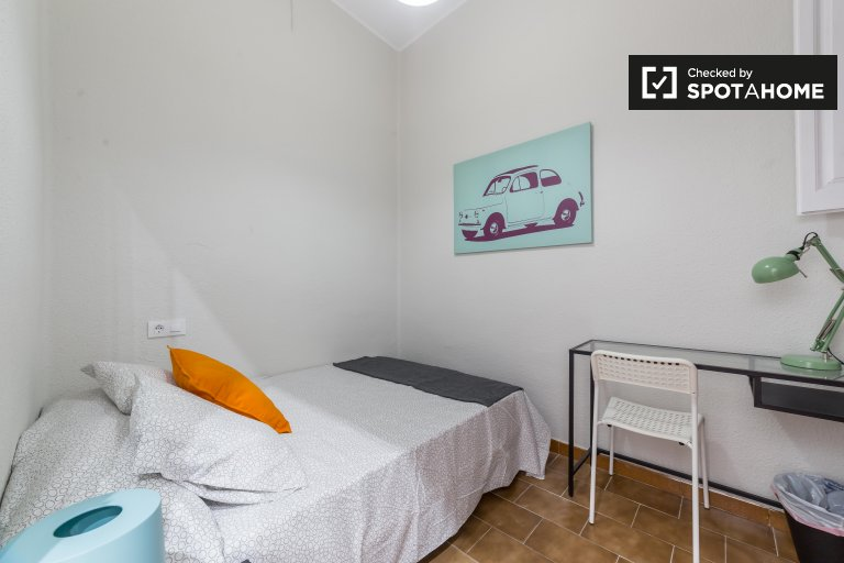 Fully furnished room 6-bedroom apartment L'Eixample Valencia