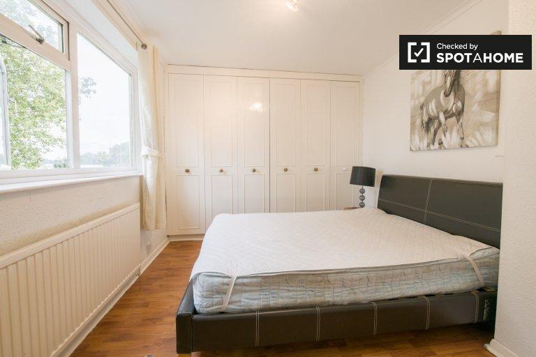 Chambre à louer dans une maison de 5 chambres à Lewisham, Londres