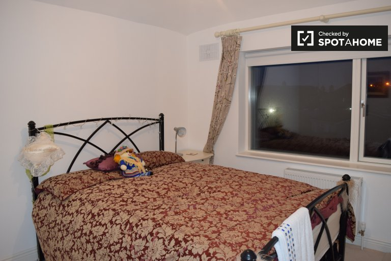 Cosy single room to rent in Walkinstown, Dublin.