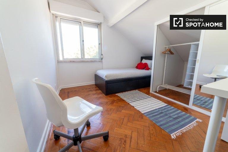 Zimmer in eleganter 2-Zimmer-Wohnung zu vermieten in Trafaria