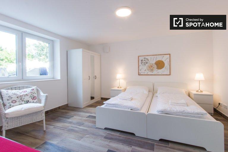 Grande chambre dans appartement avec 3 chambres, Steglitz-Zehlendorf