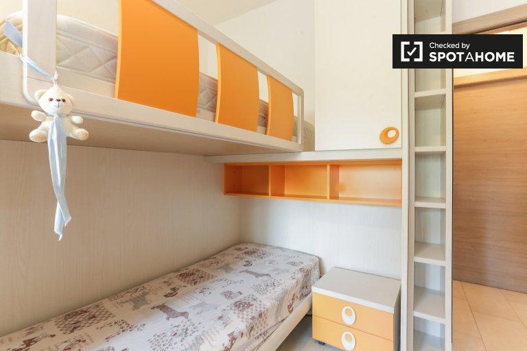 Amplia habitación en alquiler en apartamento de 2 dormitorios en Gallaratese