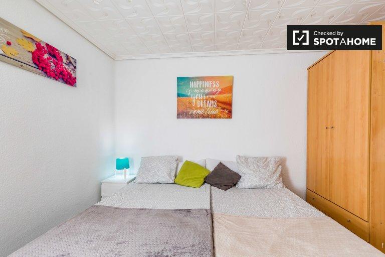 Stylowy pokój do wynajęcia w 5-pokojowym mieszkaniu w Benimaclet