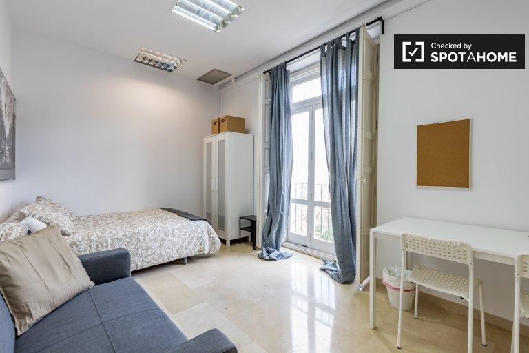 Espaçoso quarto em apartamento de 7 quartos Ciutat Vella, Valência