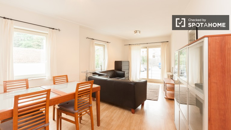 56m2, 2-pokojowe mieszkanie do wynajęcia w Auderghem, Bruksela