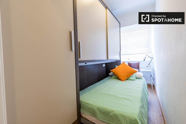 Valencia, Rascanya'daki 4 yatak odalı dairede aydınlık oda