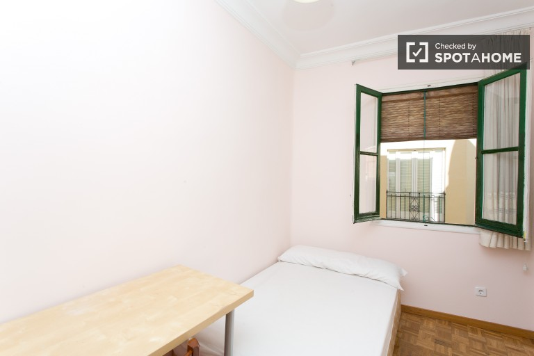 Bedroom 3 with double bed and desk