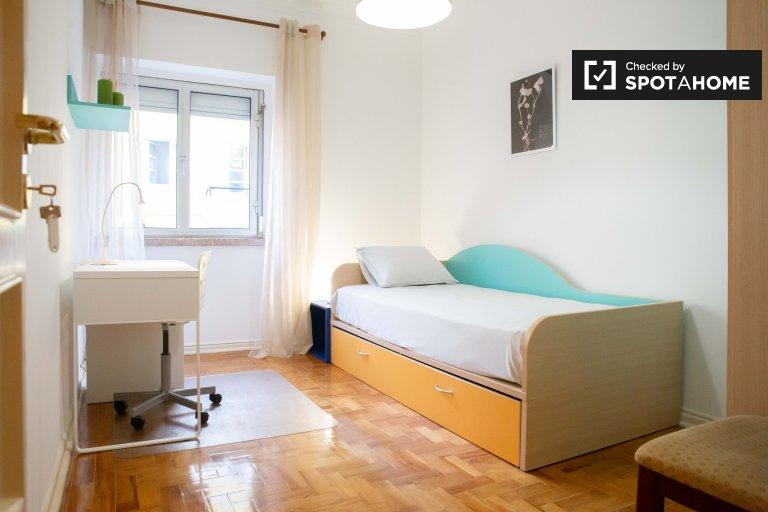 Moscavide'de 3 yatak odalı dairede düzenli oda