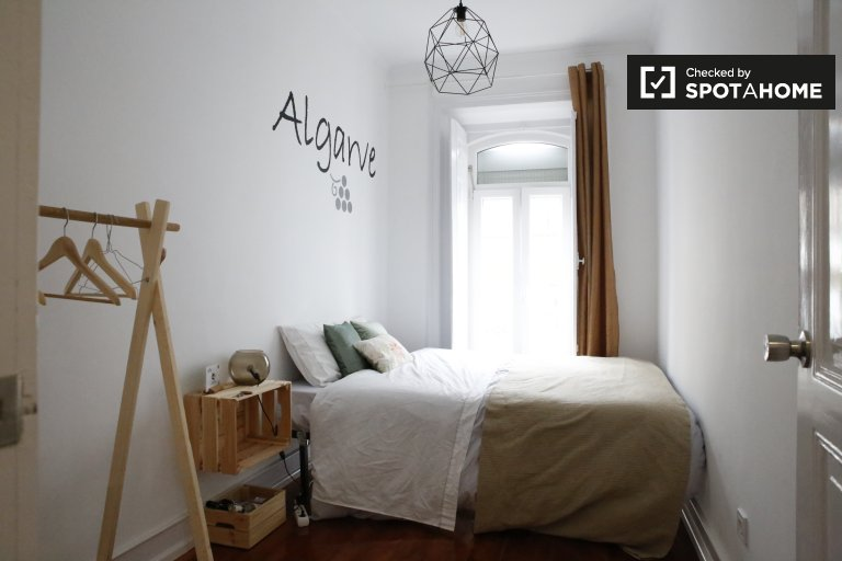 Bright room in 6-bedroom apartment in Alcântara, Lisbon