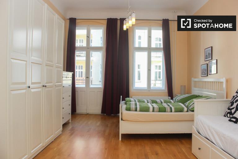 Amplio apartamento de 1 dormitorio en alquiler en Lichtenberg, Berlín
