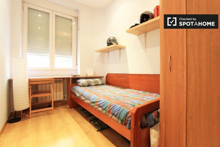 Idealny pokój w apartamencie z 3 sypialniami w Moncloa w Madrycie