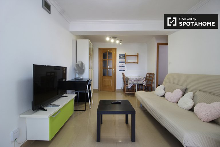 3-bedroom apartment for rent in Almendrales, Madrid