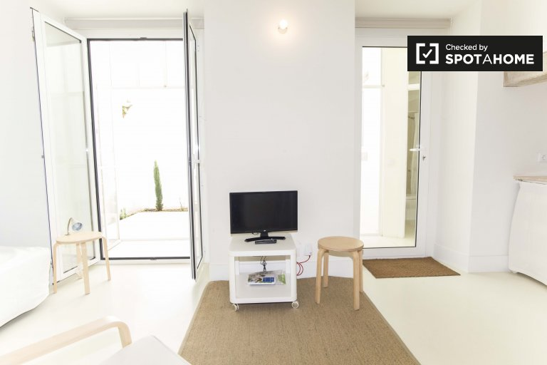 Studio apartment for rent in Penha de França, Lisbon