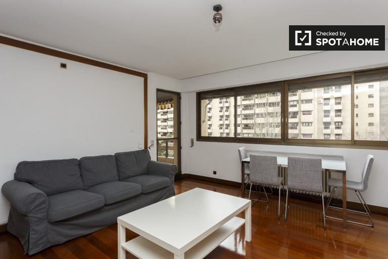 3-bedroom apartment with balcony for rent in La Paz, Madrid