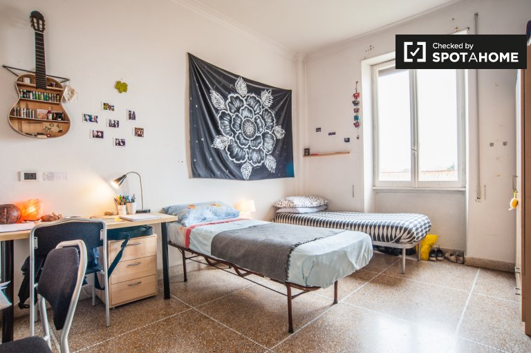 Sunny room in 2-bedroom apartment in Nomentano, Rome