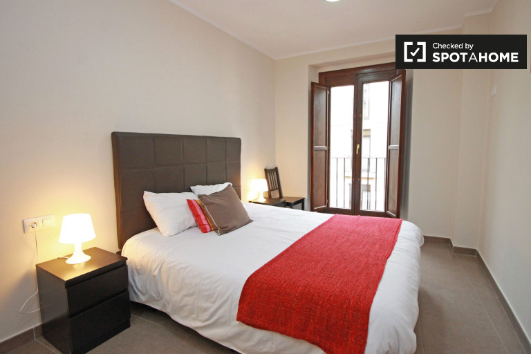 Clean room in 2-bedroom apartment in El Raval, Barcelona