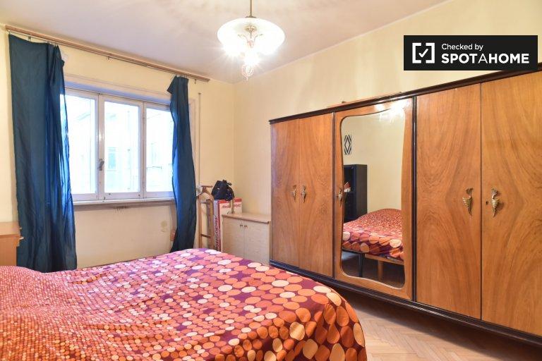 Trieste, Roma'da 4 yatak odalı dairede güzel oda