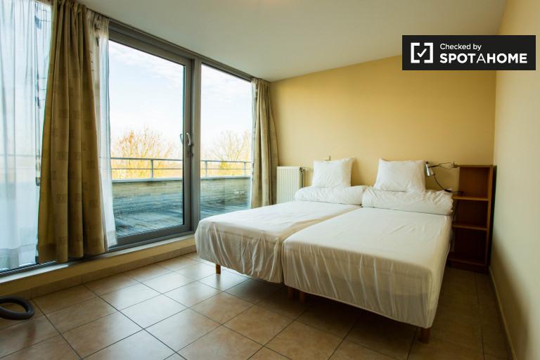 Habitación íntima en apartamento en Evere, Bruselas