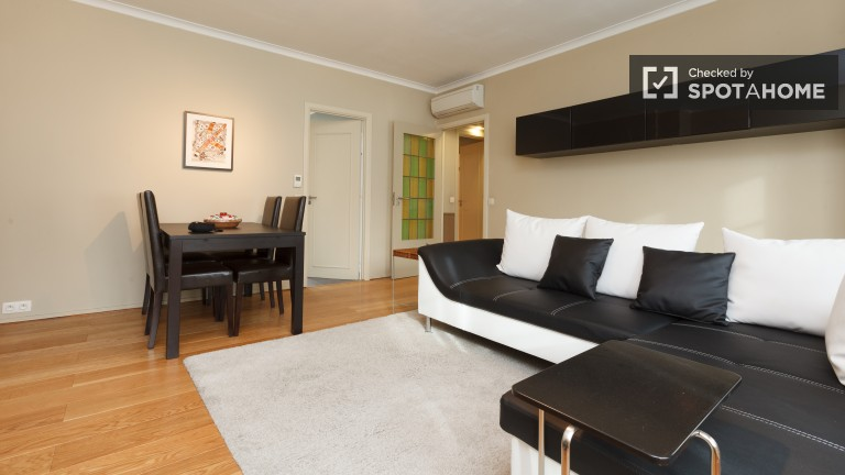 2 Bedroom Flat with Air Conditioning in Brussels City Centre