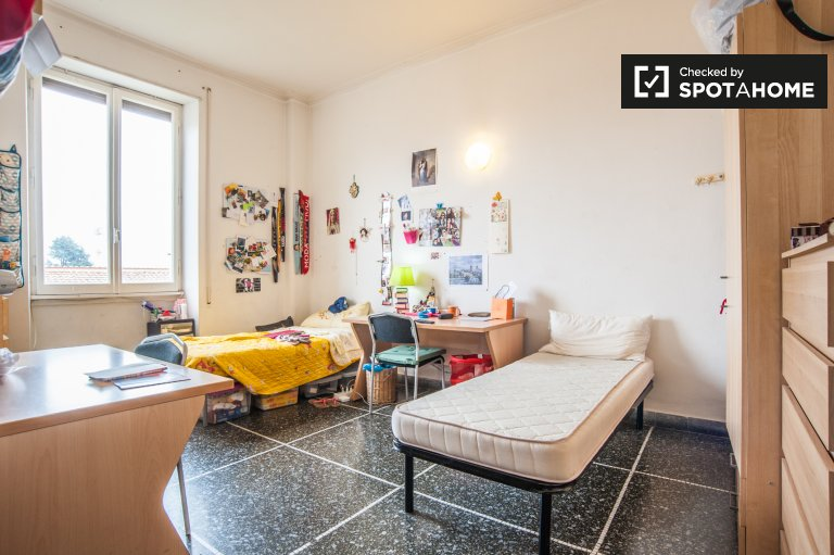 Spacious room in 2-bedroom apartment in Nomentano, Rome