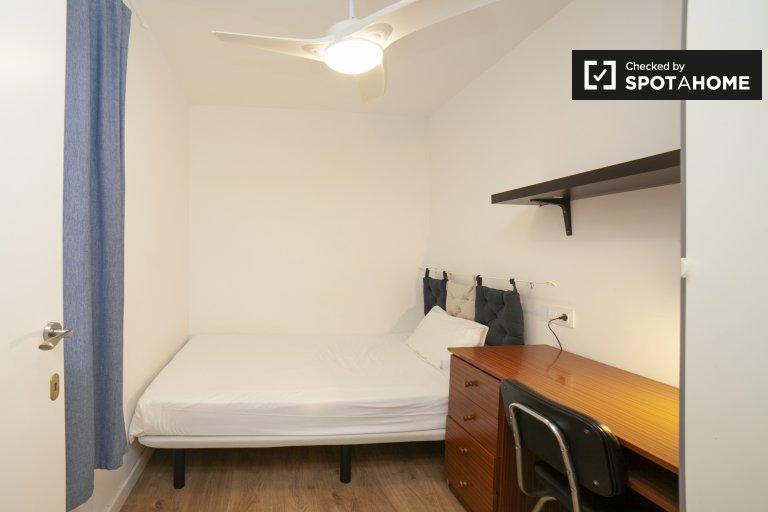 Zimmer zu vermieten in 4-Zimmer-Wohnung in Sants, Barcelona