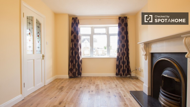 Spacious red-brick 3-bedroom house to rent - Clonsilla