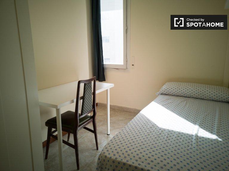 Pokój do wynajęcia w 6-pokojowym mieszkaniu w Sants, Barcelona
