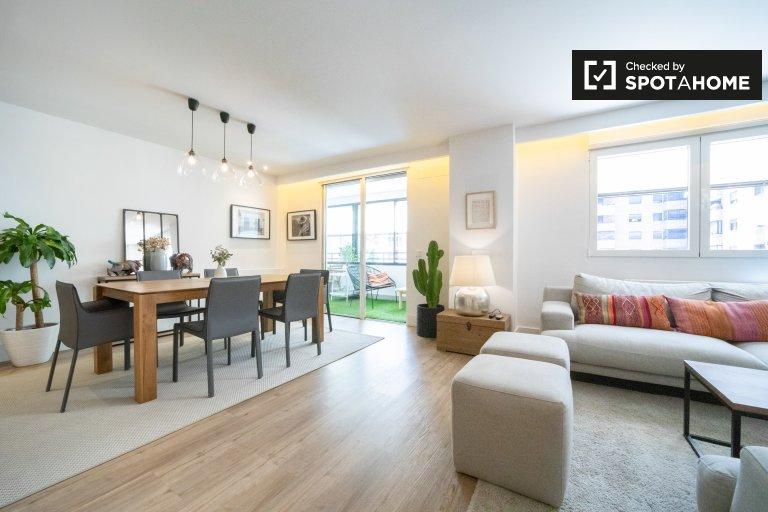 Apartamento espaçoso com 4 quartos para alugar em Fuencarral, Madrid