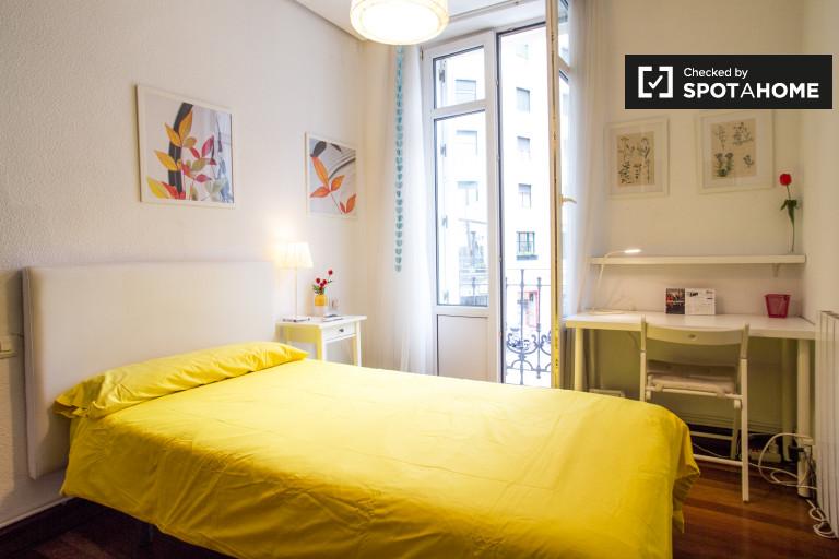 Light room in 4-bedroom apartment in Abando, Bilbao