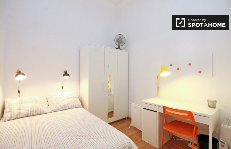 Partagez un appartement de 8 chambres à Barri Gòtic, Barcelone