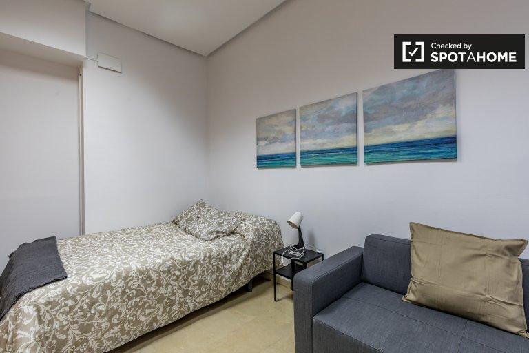 Arrumado quarto em apartamento de 7 quartos Ciutat Vella, Valência