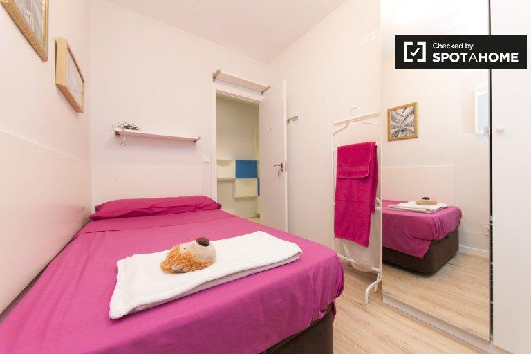 Madrid Getafe'de 4 yatak odalı dairede kiralık rahat oda