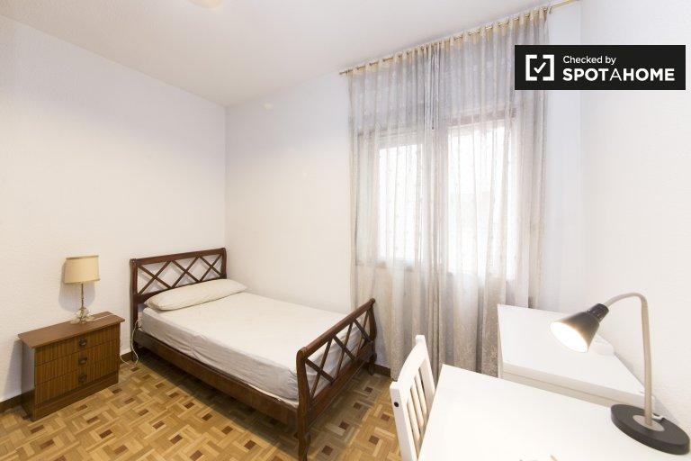 Przytulny pokój do wynajęcia w Carabanchel, Madryt
