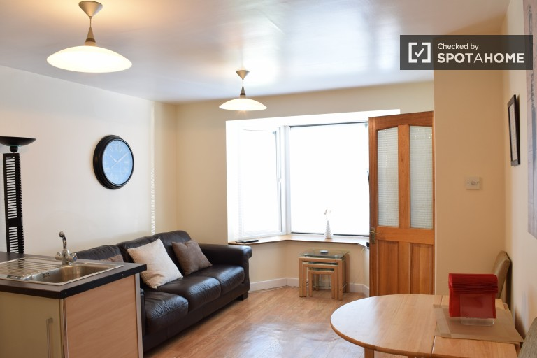 Spacious 2-bedroom house with a garden in Artane