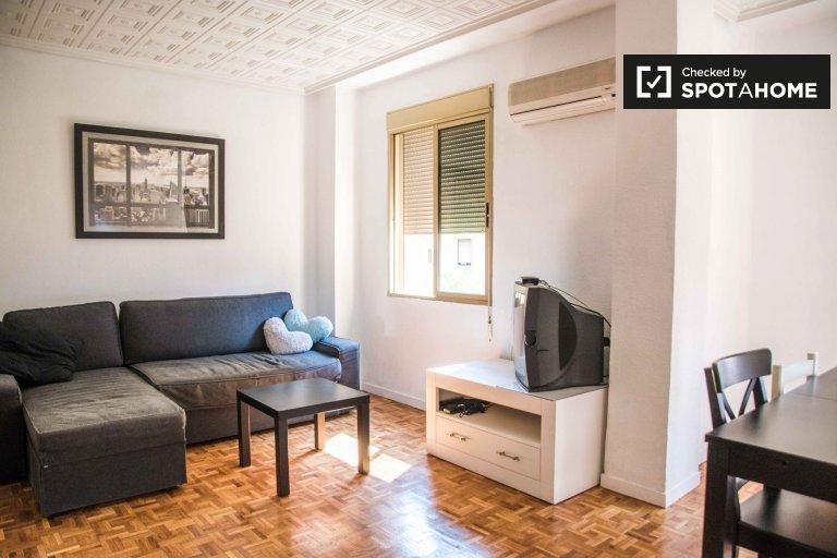 Przestronny apartament z 3 sypialniami do wynajęcia w Extramurs, Valencia