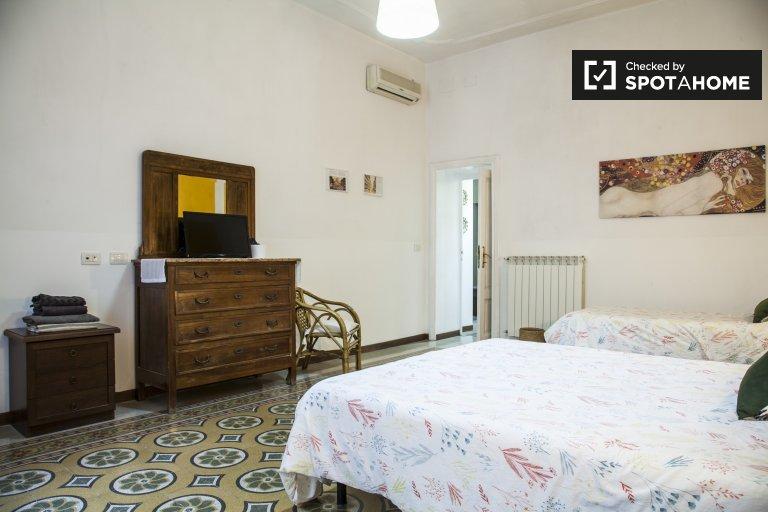 Camera arredata in appartamento con 2 camere da letto - Esquilino, Roma