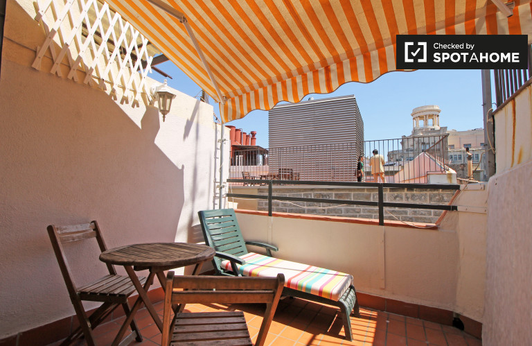 Cosy studio with balcony for rent in Barri Gòtic, Barcelona